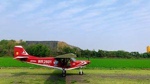 台中輕航機飛行可自駕體驗紅色飛機側面照
