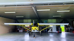 台中輕航機飛行可自駕體驗黃色飛機正面照